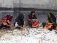 কচুরিপানা দিয়ে তৈরি সৌখিন সামগ্রী যাচ্ছে বিদেশে