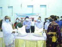 চট্টগ্রামে ৩'শ হিজড়া পেলো জেলা প্রশাসনের খাদ্য সামগ্রী